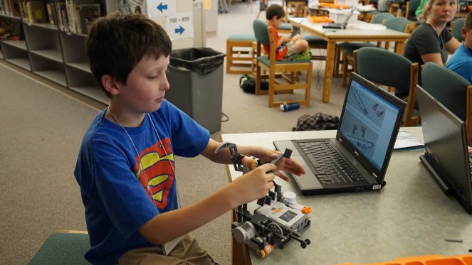 Gifted-children-learn-programming-with-robots.jpg